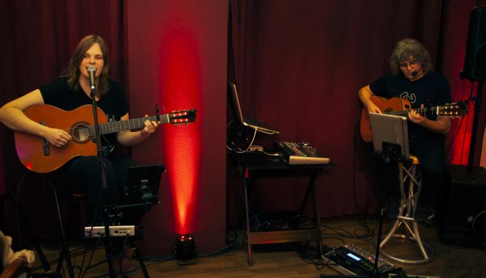 Steinbick Akustik Duo - Jenny und Gerd beim 1. Wohnzimmerkonzert