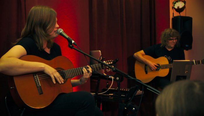 Steinbick Akustik Duo - Jenny und Gerd beim Wichtigsten der Welt - der Musik
