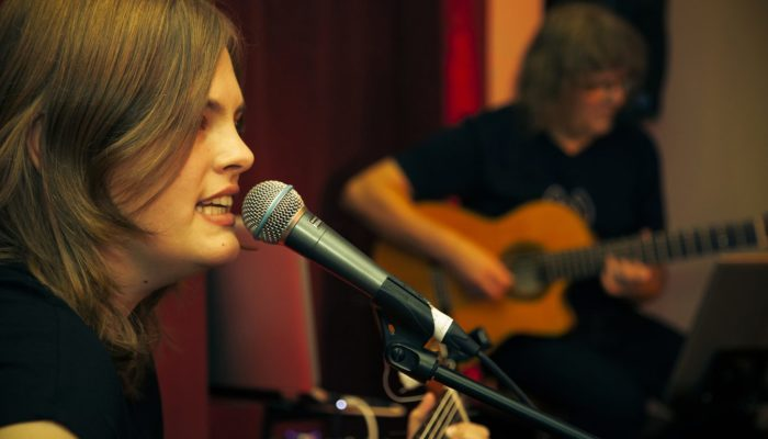 Steinbick Akustik Duo - Jenny in ihrem Element