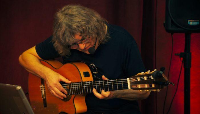Steinbick Akustik Duo - Gerd holt das Beste aus seiner Gitarre raus